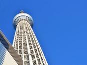 都営浅草線に乗って「押上」駅へ!目の前にそびえ立つ圧倒的な高さに・・・見上げていると首が痛くなります。