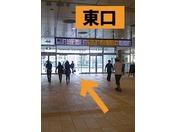 高崎駅から徒歩での道順です。1、高崎駅東口を出てください。