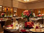 【宴会場】シルク(1F)最大240名/プレファンクションルームに隣接した3つの空間を複合的に利用し、レセプションから会議、宴席までをまかなえます。