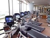 【ハーバービュー・フィットネスクラブ】マシンジム:脂肪燃焼を促進する有酸素系トレーニングや、筋力トレーニングが行える幅広いマシンを最新の機種で揃えております/会員または宿泊者のみ利用可/18歳未満利用不可