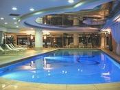 【ハーバービュー・フィットネスクラブ】みなとみらいを一望できる開放感あふれる温水プール/16m×6m/会員または宿泊者のみ利用可/18歳未満利用不可