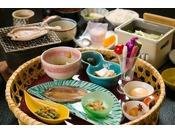 ご朝食・地元の山菜をふんだんに使用した和食膳