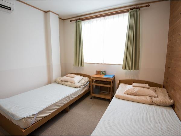 ツインルームベッドが隣同士のお部屋です