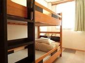 トリプルルームツイン(2段ベッド)側