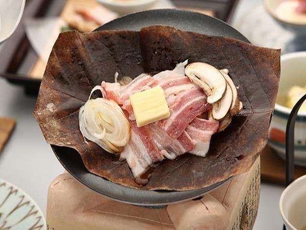 飛騨ぶたの朴葉味噌焼き