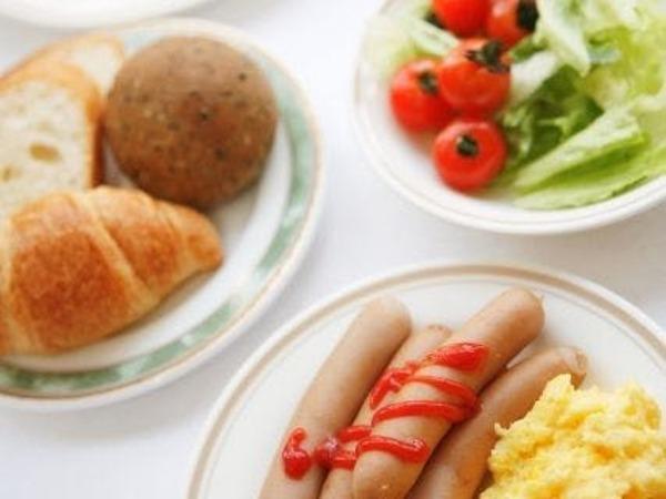 朝食は無料のバイキング形式です。