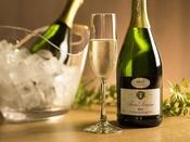 【ブッフェ】お祝いの席にスパークリングワインはいかがでしょうか。(別途有料)