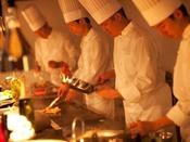 ◇スタジオビュッフェ「もぐもぐ」◇対面型のキッチンでは、ステーキやパスタ、天麩羅、温かいお料理をお客様の目の前でご提供いたします。