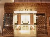 1950年代のアメリカをイメージしたサウスサイドのエレベーターホール【サウスサイド(1階)】