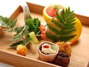 特別会席の一例。「三土料理の哲学」を基本に、長門の旬の食材でつくる会席料理。お献立は月替わりでご用意いたします。