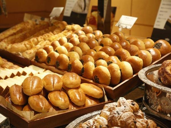 当館で毎朝焼き上げる自家製パン