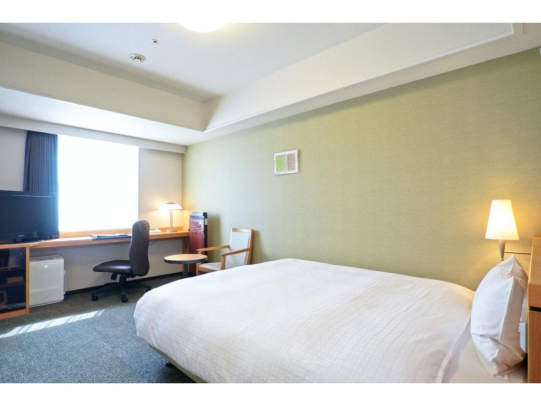 【スタンダードA】16平米 154cm幅ベッド 加湿機能付空気清浄機の設置。全室ズボンプレッサーを設置。