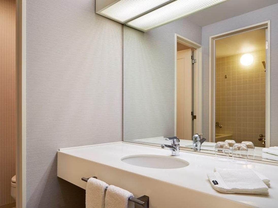 ■洗面台(ベイシン):17階までトラディショナル・デラックスタイプのお部屋に設値のベイシンです。