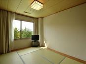 【和洋室ファミリールーム】6畳の和室+ベッドルームは2世帯でも広々。