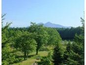 【眺望】お部屋から見る景色 ~磐梯山と緑が美しい庭~
