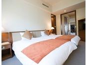 【ファミリースイート】最上階 87.10平米 定員6名 正規ベッド(200x120)4台+ソファベッド(195x90)2台