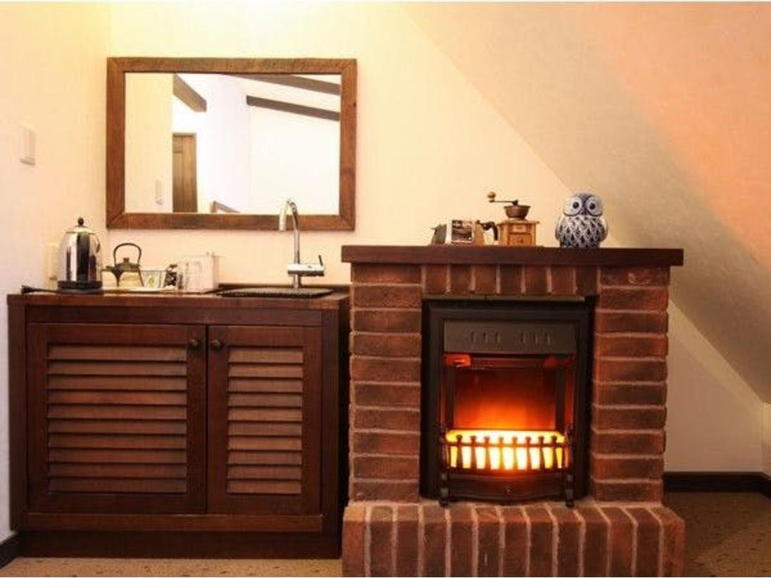 ■客室■お部屋の暖炉はぬくもりを感じ、心を和ませてくれます