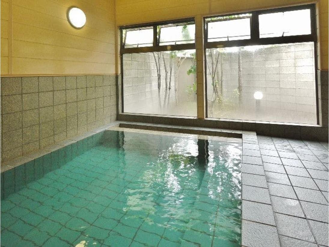 活性石人工温泉大浴場あり(男性専用)別棟ホテル出てすぐ
