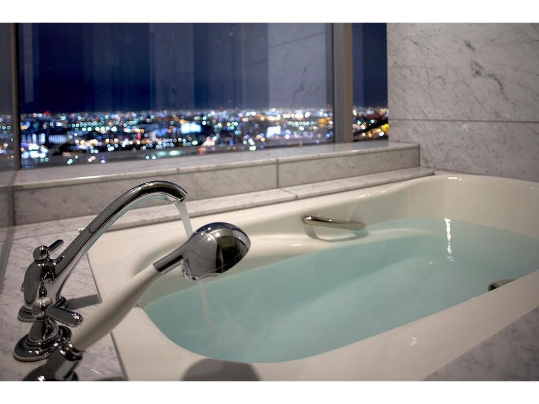 【高層階タワーグランデ】デラックスファミリー景色を眺めながら入浴できるビューバス