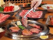 あさかの里 無煙ロースターで焼き上げるお肉♪アツアツのままお召し上がりください。
