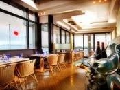 【ピア21】海に浮かぶ海上レストラン。きらめく水面を眺めながら、新鮮なシーフード料理をお楽しみください。