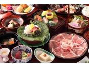 旬の食材を使った和食会席料理をお召し上がり頂けます(写真は一例です)