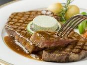 【別注料理】ステーキは200g,150g,100gとグラム数が選べます。おなかの空き具合にあわせてどうぞ♪