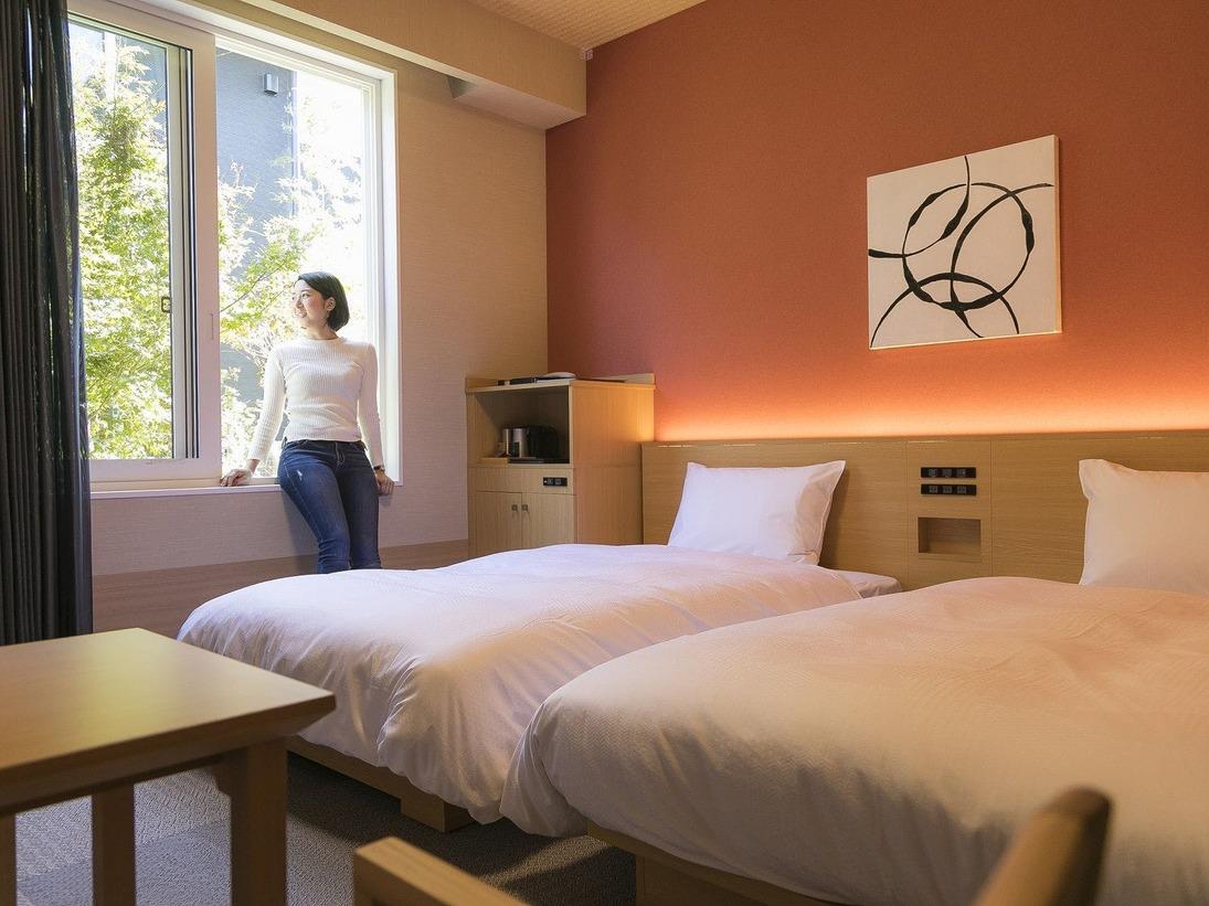 <客室>別館 館名:春日の杜(もり) 別館は館毎のイメージカラーで調度品等を揃えています。