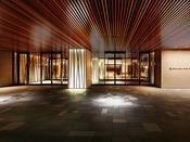 京の風情と現代的なデザインを散りばめた空間、その入り口です。