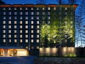竹と光をモチーフとするホテルです。