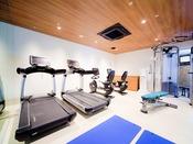 Life Fitness社の本格的なマシンが揃ったフィットネス ジムが、2017年に室内プールの施設内にオープンしました