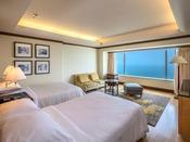 【クラブフロア クラブツイン 50平米】全室オーシャンビューに広々としたベッドルームが魅力。40階指定のお部屋タイプですので、高層階ならではの眺めを心ゆくまでお楽しみください。