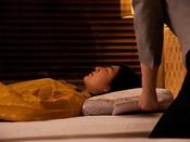 【クラブフロア】特典ご希望により、お客様に最適な枕をお選びいただけます。シェラトンオリジナルベッドとともに究極の眠りへと誘います。