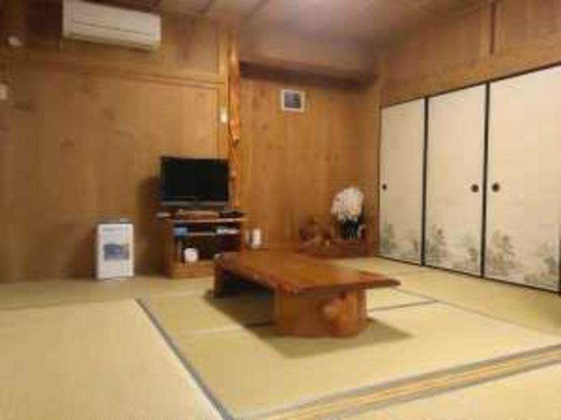 和室テーブルと床の間
