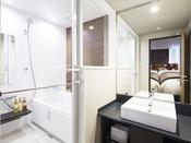 ◆バスルーム(トリプルルーム)◆ ※トリプル以外の客室は、ユニットバスのご用意です。