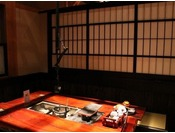 「囲炉裏テーブル」タイプのお席の一例(お席によって作りが子となっております。)