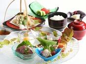 【旬の彩松花堂(一例)】贅沢なランチをお楽しみいただけるメニュー。料理長が腕を振るいます。