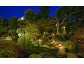 夜の日本庭園もロマンチック