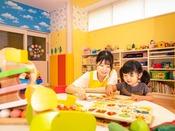 【託児サービス ぴよぴよルーム】営業時間 12:00~21:00(メインタワー1F)
