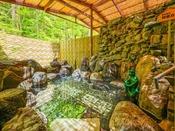 露天風呂「河童の湯」~天然温泉掛け流しの贅沢な温泉です。