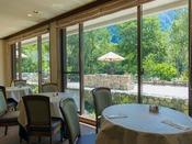レストラン La Riviere ~ 新緑の窓辺