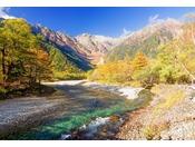 河童橋~穂高連峰秋色の屏風図。