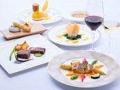 新鮮な信州の食材を随所に使用し、オープンキッチンで創られる本格フランス料理。ワインとご一緒にどうぞ。
