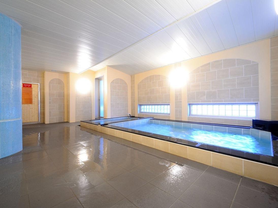 広々とした宿泊者専用浴場「青根」は、ヨーロッパのスパのようなデザイン