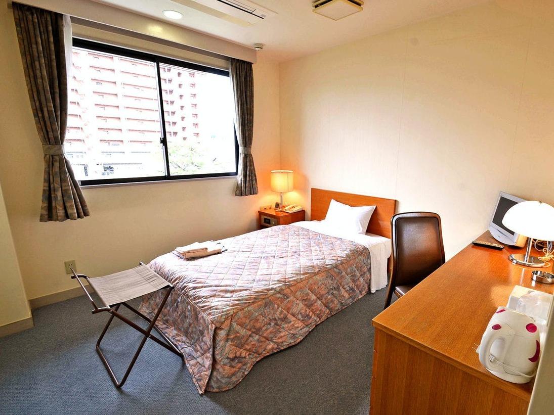 *【シングル】街中にありながら静かな立地。窓からは日本庭園も!ビジネスや観光にぜひご利用ください。