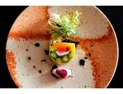 ~季節の洋皿~ 和の料理長高田とフレンチシェフ南が織りなすコラボレーション。特選会席など高級な会席にて提供させていただきます。通常の和食にはな無い食材の使い方、見せ方をして楽しませてくれます。