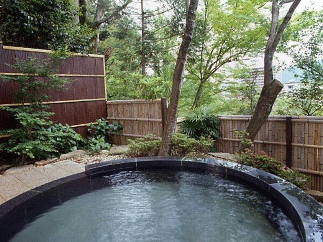 【翠山の湯】外湯の露天風呂(女湯) 自家源泉掛け流し