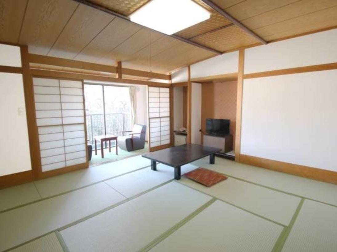 和室12.5畳のお部屋です。