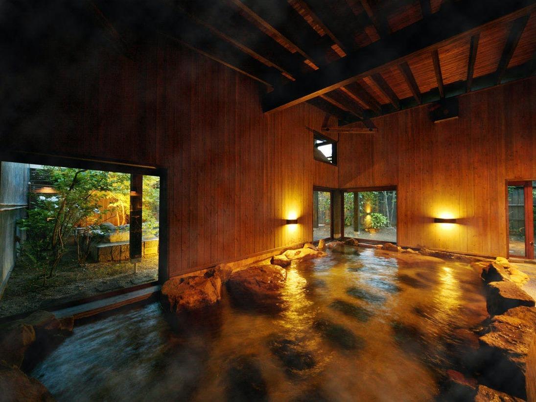 """◆大浴場◇内湯◆広い湯舟では、手足を伸ばして""""とろり""""とした【宮之城温泉】を"""