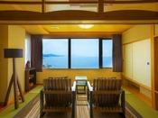 【最上階客室「天海」】開放感抜群の海を眺め、ゆったりと波の音を聴く。